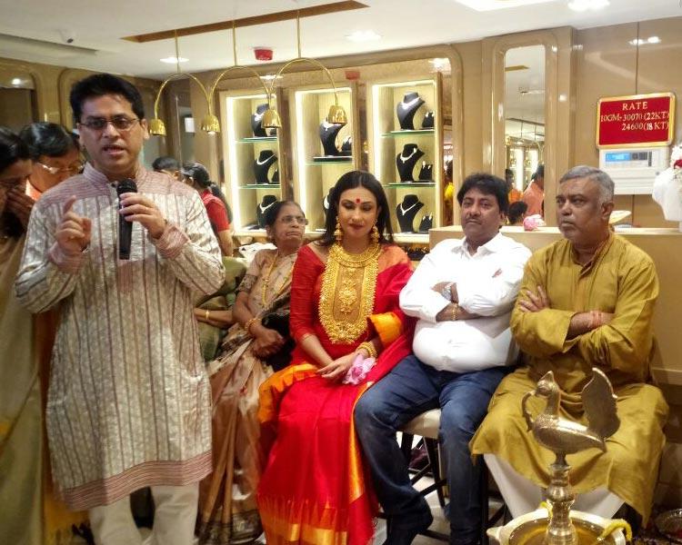 Ustad Rashid Khan and  Rituparna sengupta at the inauguration ceremony of Shyam Sundar Co Jewelers new store