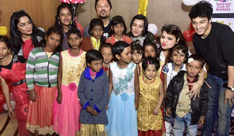"Arpita Chatterjee, Pallabi Chatterjee and Tota Roy Chowdhuy poises ""Muskaan"" that brings smile to the under-privileged kids"