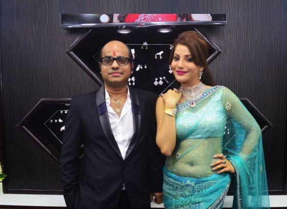 Miss Bollywood Diva 2013 Preeti Soni launched Mehandi Diamonds in Kolkata