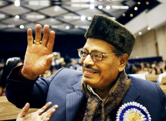 Obituary: Legendary singer Manna Dey passed away due to lung infection in Bangalore