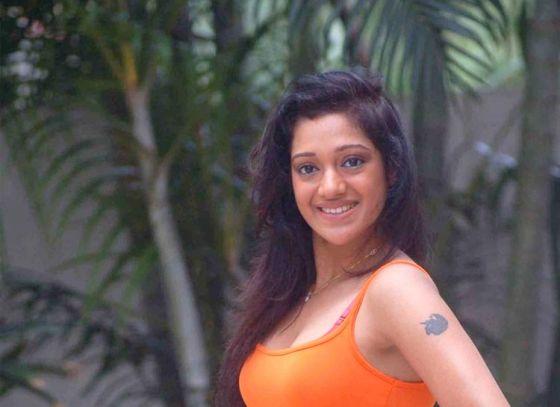 Moubani Sorcar graced the sets of Mirakkel to promote her movie Nodi Re Tui