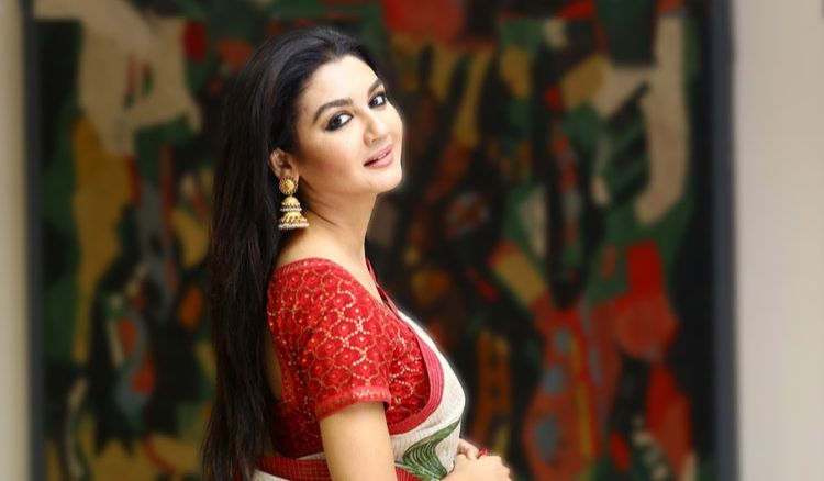 Jaya Ahsan Runs to Meet her Love after the Shoot