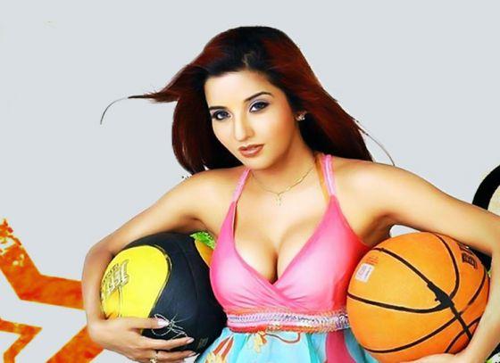 "Monalisa replaced Sreelekha Mitra for ""Dupur Thakurpo"""