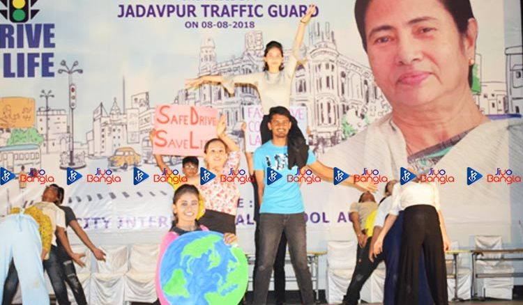 Jadavpur Traffic Guard celebrates 'Safe Drive Save Life'