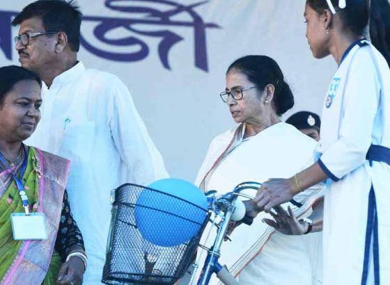 CM Mamata Banerjee gives a strong message