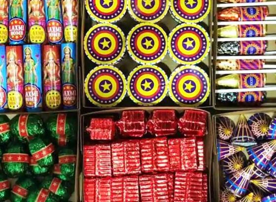Cracker Industry in Kolkata handciapped