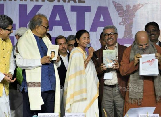 'Ek somoy toh boi tai hatia'r chilo': Mamata Banerjee