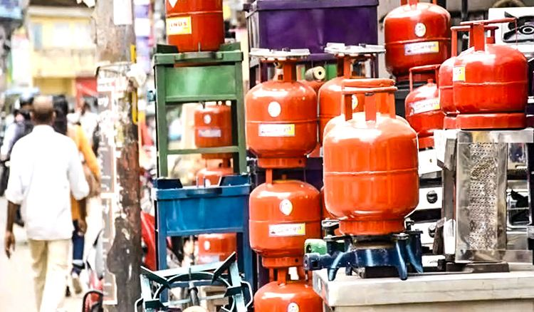 Delayed LPG delivery can cost dealer Rs 1.5 lakh!